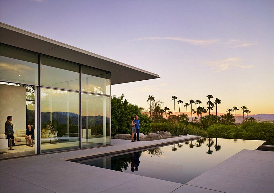 This Palm Springs House is Open to Expansive Mountain and Valley Panoramas 1