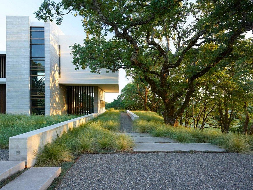 This Vineyard House Provide Casual Indoor-Outdoor Living Spaces 2