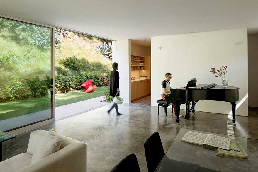 This Beverly Hills House is an Oasis that Provides a Sense of Privacy and Introspection 8