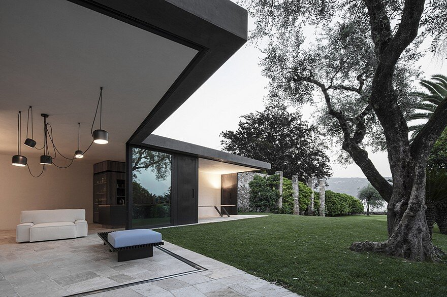 This Italian Villa Has Vertically Sliding Walls That Provide Wide Open Spaces 7