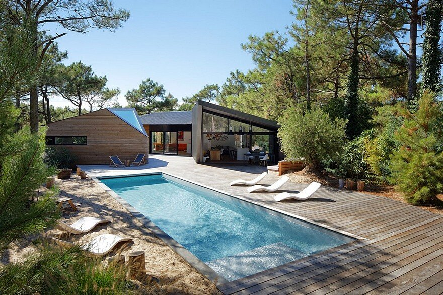Modern Holiday House Inspired by Forest Cabins