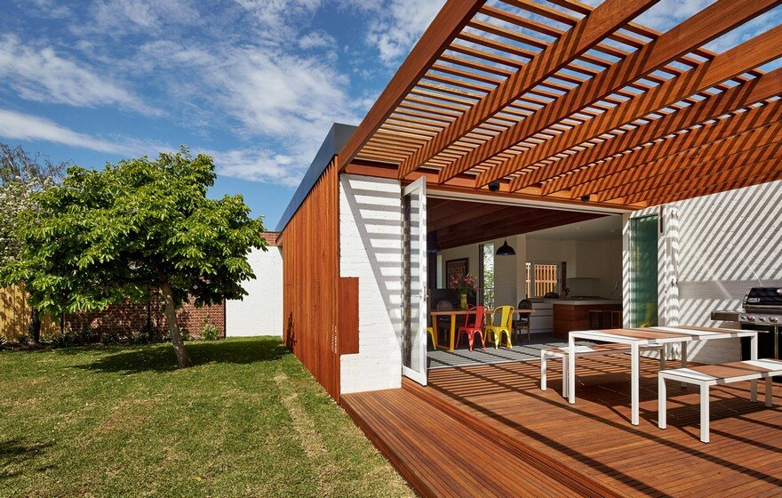 Modern Home Extension That Weaves Together Interior and Exterior Spaces 1