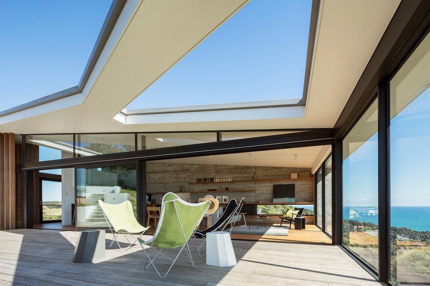 Muriwai Weekend House is Placed at the Edge of a Cliff to Capture the Dramatic Views 11