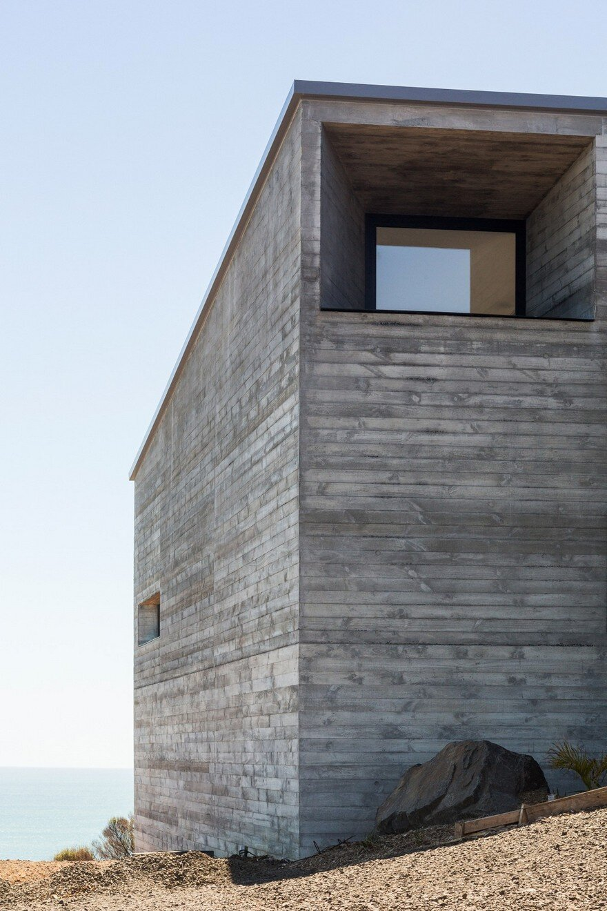 Muriwai Weekend House is Placed at the Edge of a Cliff to Capture the Dramatic Views 20