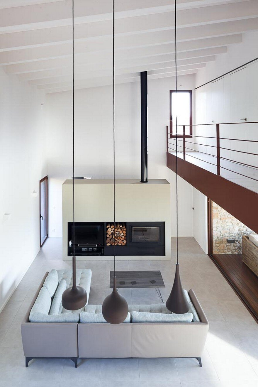 New Catalan House Inspired by the Old Farm Buildings 7