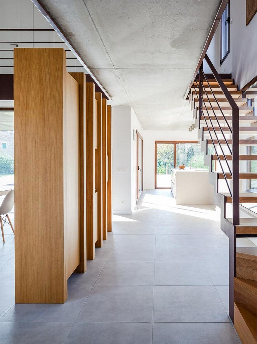 New Catalan House Inspired by the Old Farm Buildings 12