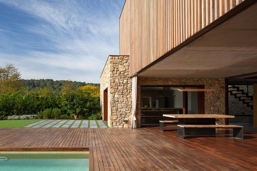 New Catalan House Inspired by the Old Farm Buildings 2