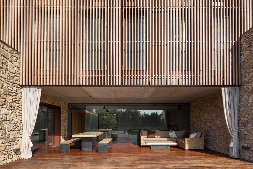 New Catalan House Inspired by the Old Farm Buildings 3