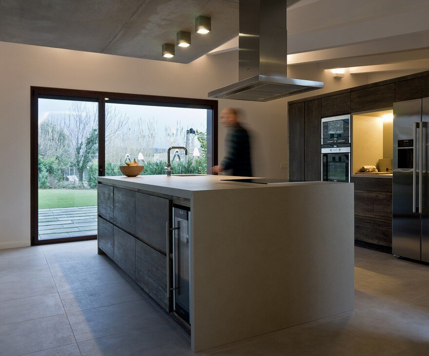 New Catalan House Inspired by the Old Farm Buildings 9