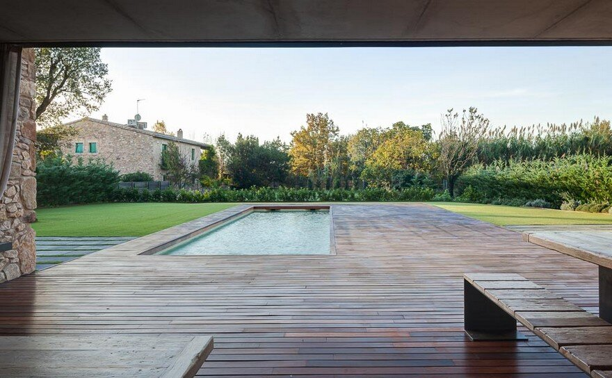 New Catalan House Inspired by the Old Farm Buildings 4