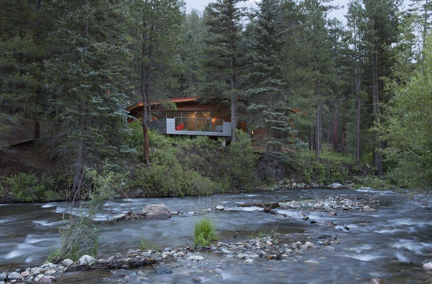 Pecos Cabin is a Contemporary Take on the Traditional Log Cabins of the West