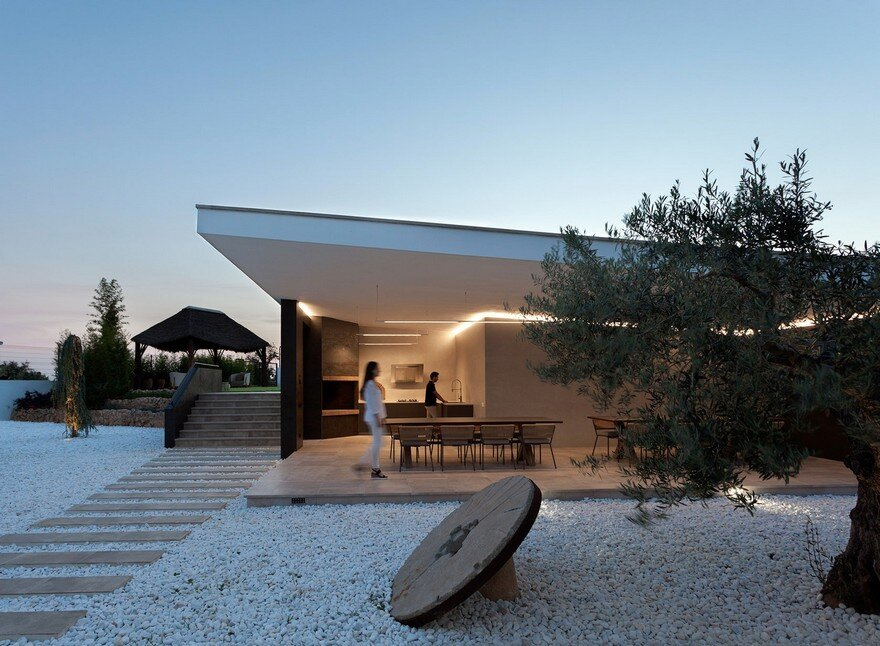 This Summer Pavilion is Created Totally Open to the Garden 11