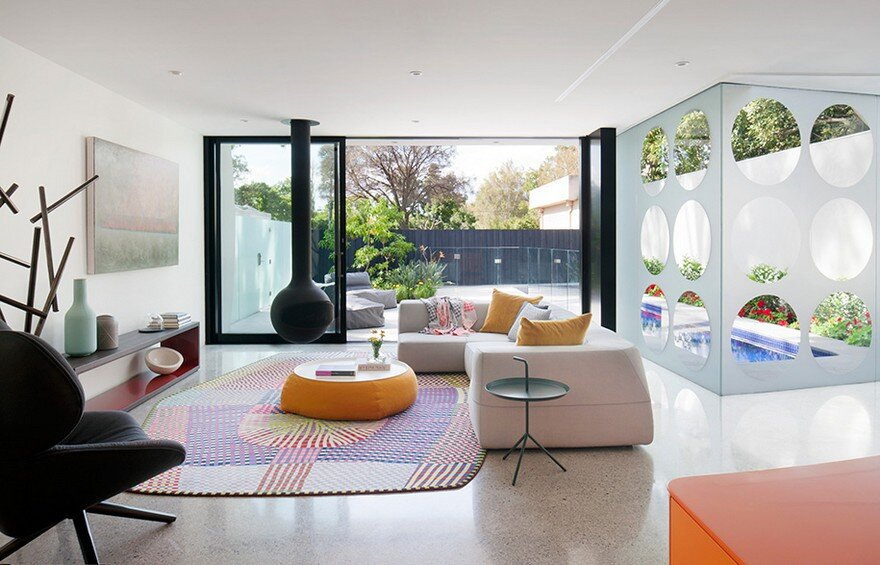 Unconventional House With Elliptical-Shaped Walls That Create New Spatial Perspectives 5