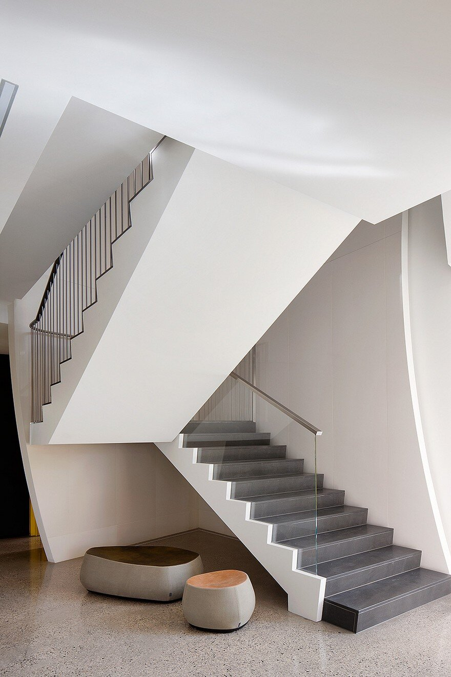 Unconventional House With Elliptical-Shaped Walls That Create New Spatial Perspectives 11