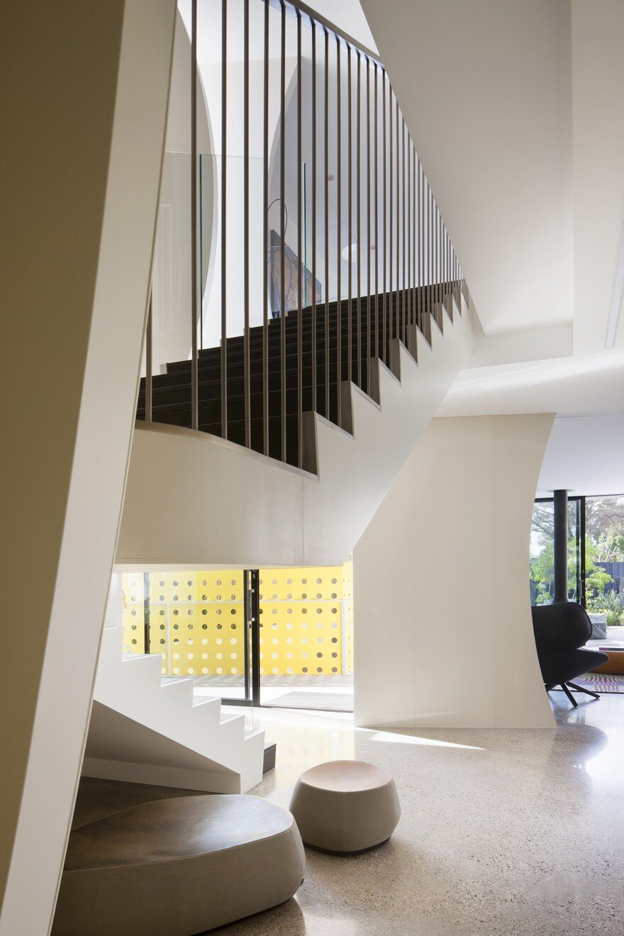 Unconventional House With Elliptical-Shaped Walls That Create New Spatial Perspectives 10