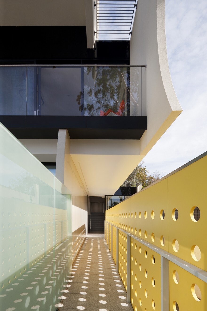 Unconventional House With Elliptical-Shaped Walls That Create New Spatial Perspectives 1