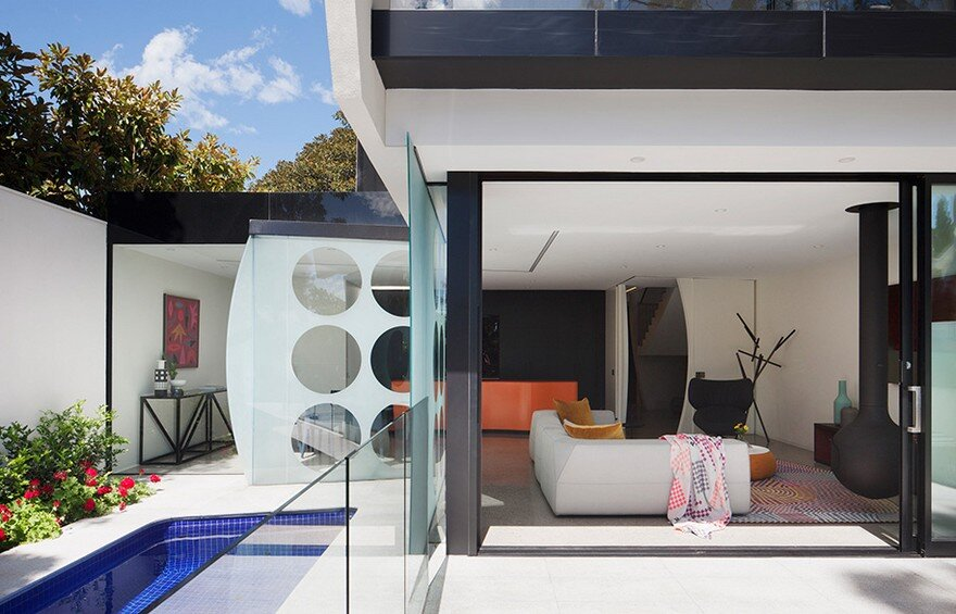 Unconventional House With Elliptical-Shaped Walls That Create New Spatial Perspectives 4