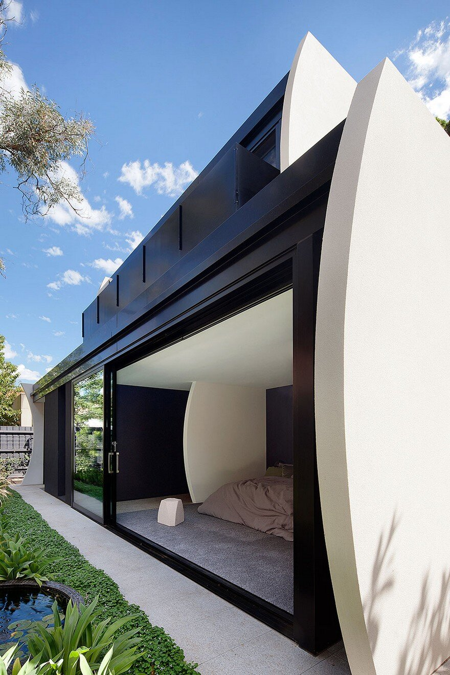 Unconventional House With Elliptical-Shaped Walls That Create New Spatial Perspectives 16