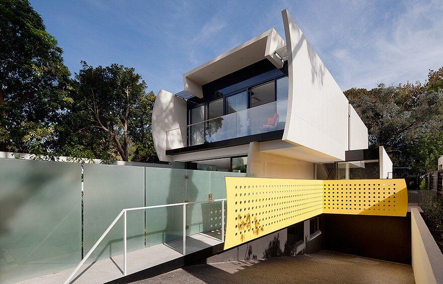 Unconventional House With Elliptical-Shaped Walls That Create New Spatial Perspectives 17