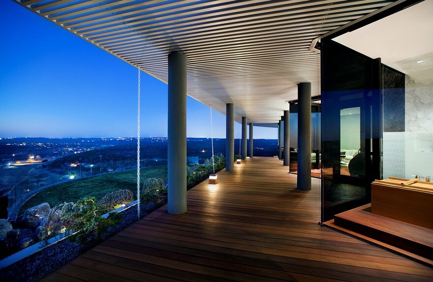 Hilltop Residence Offers a 180-degree View of Lake Austin 12
