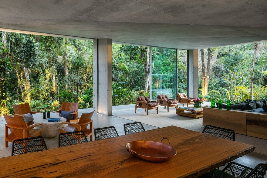 Itamambuca Beach House Surrounded by a Dense and Rich Rainforest Vegetation 9