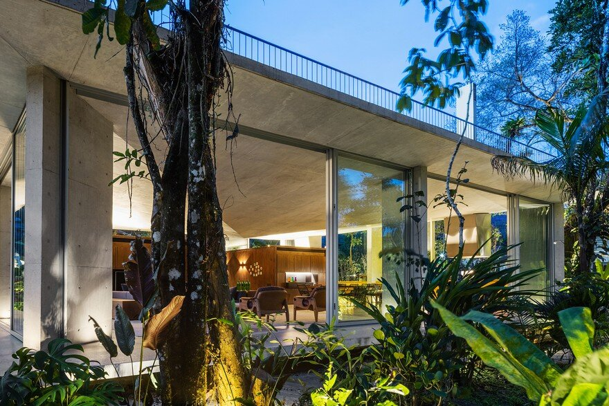 Itamambuca Beach House Surrounded by a Dense and Rich Rainforest Vegetation 15