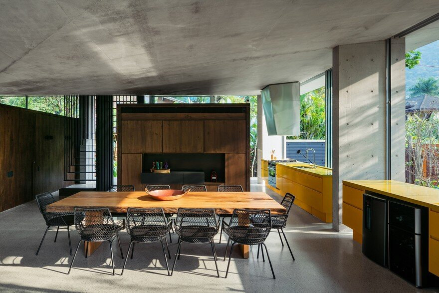Itamambuca Beach House Surrounded by a Dense and Rich Rainforest Vegetation 12