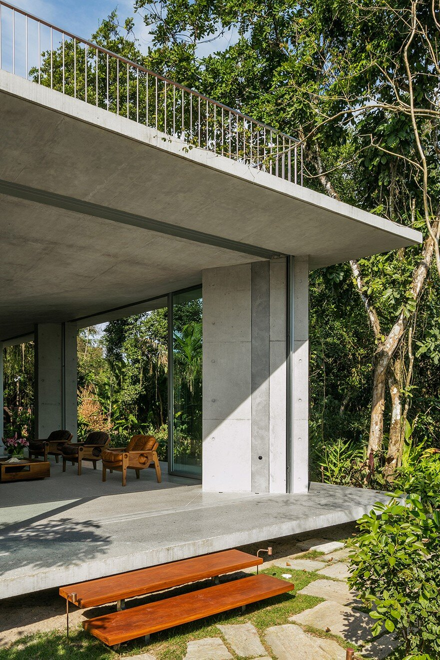 Itamambuca Beach House Surrounded by a Dense and Rich Rainforest Vegetation 3