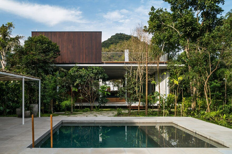 Itamambuca Beach House Surrounded by a Dense and Rich Rainforest Vegetation 5