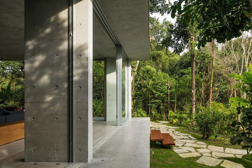 Itamambuca Beach House Surrounded by a Dense and Rich Rainforest Vegetation 4