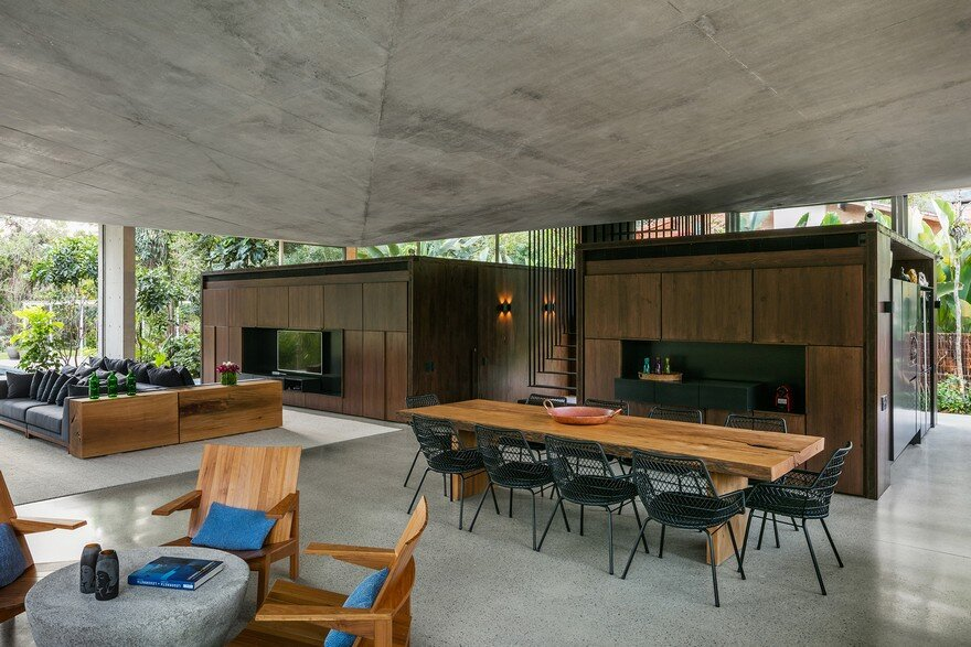 Itamambuca Beach House Surrounded by a Dense and Rich Rainforest Vegetation 6