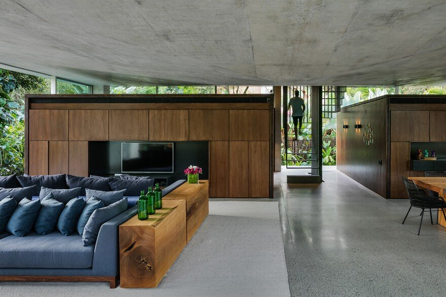 Itamambuca Beach House Surrounded by a Dense and Rich Rainforest Vegetation 7