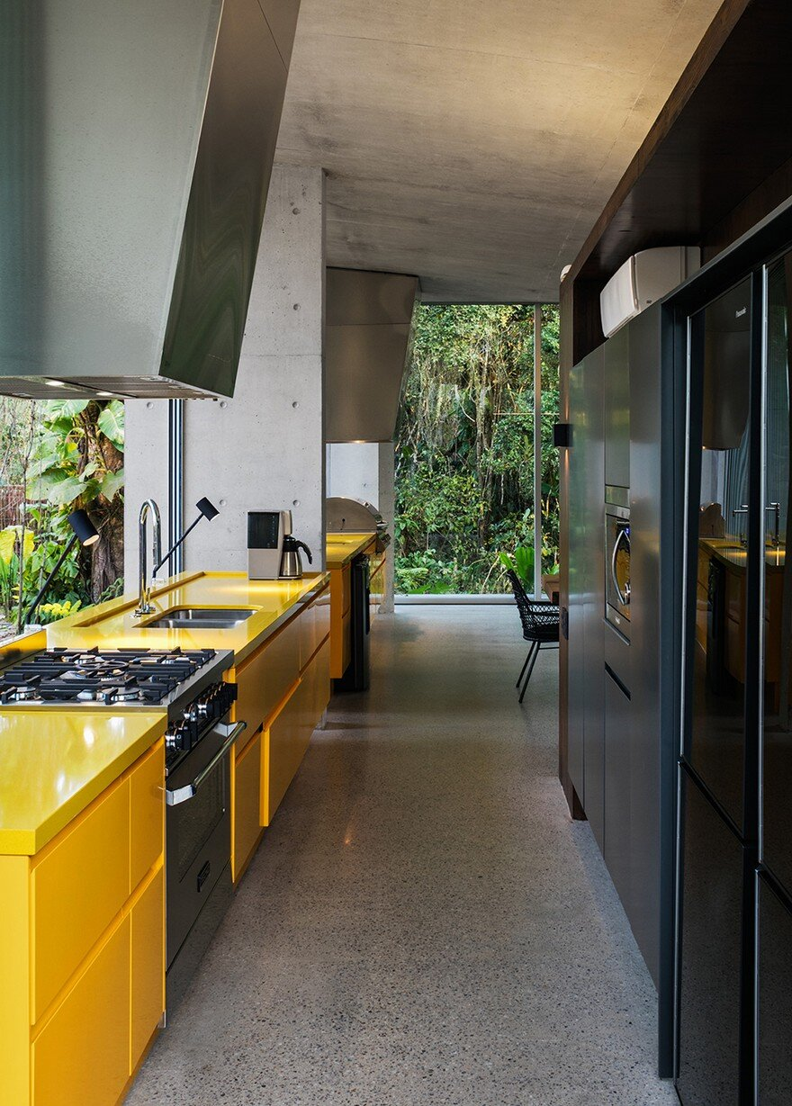 Itamambuca Beach House Surrounded by a Dense and Rich Rainforest Vegetation 8