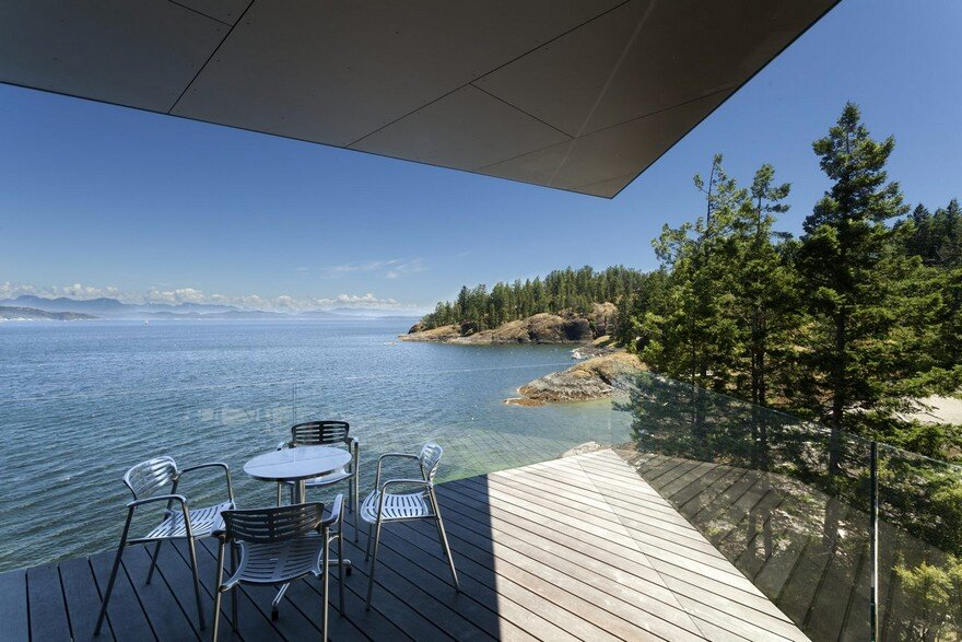 Tula House is Perched 44 Feet Above the Pacific Ocean on a Remote Island 17