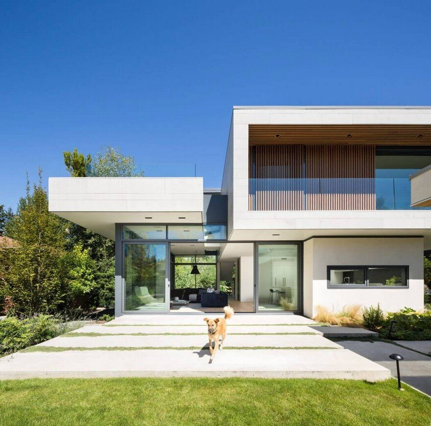 Vancouver House with Ample Garden and Courtyard Spaces 1
