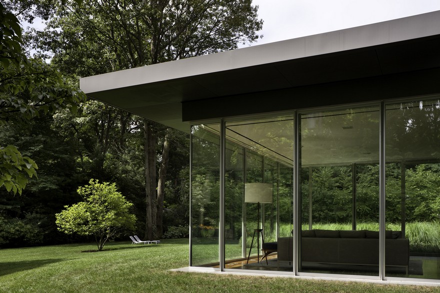 1950 Ranch House in New York Gets a Transparent Pavilion Extension 11