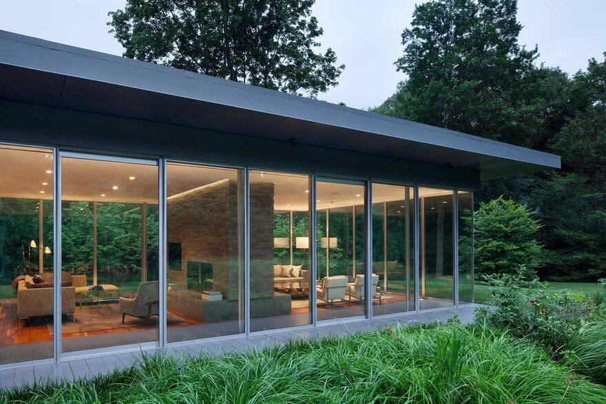 1950 Ranch House in New York Gets a Transparent Pavilion Extension 1