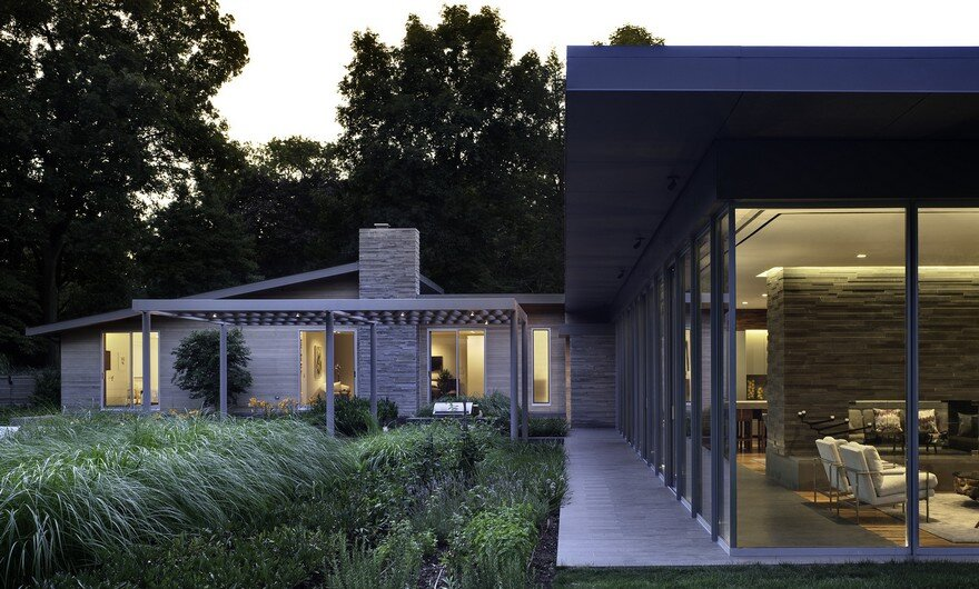 1950 Ranch House in New York Gets a Transparent Pavilion Extension 2