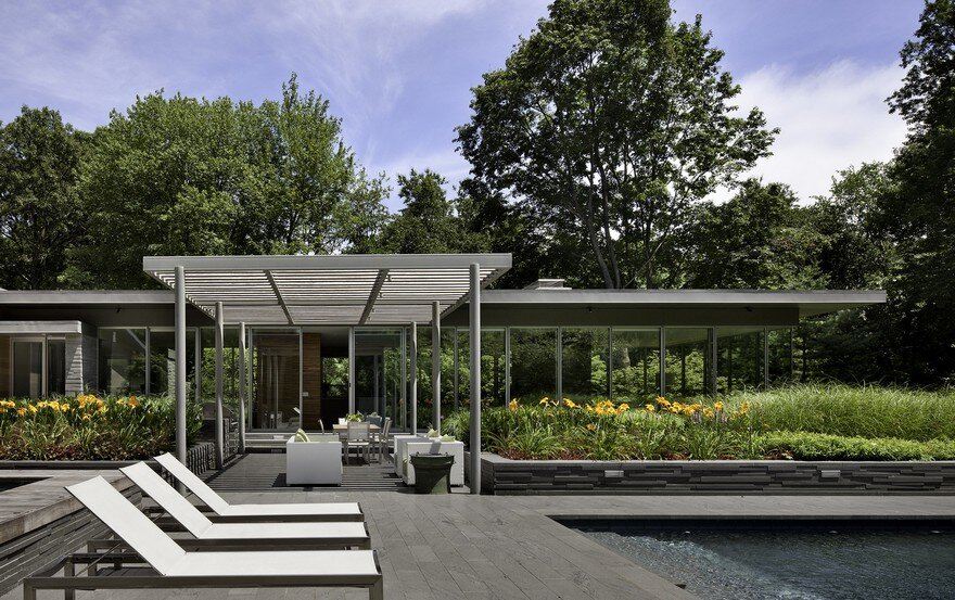 1950 Ranch House in New York Gets a Transparent Pavilion Extension 14
