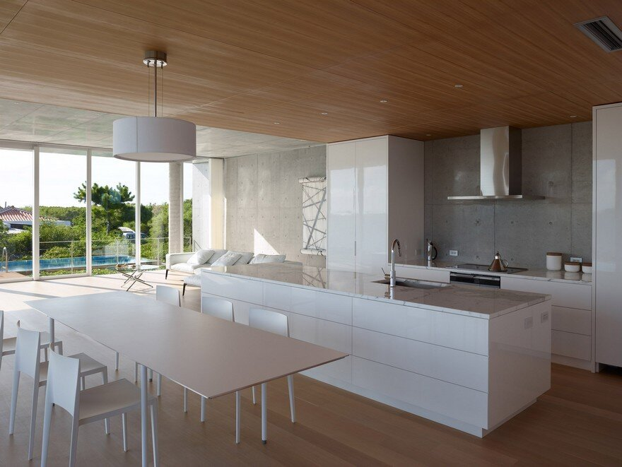 This House Provides a Meditative Retreat with Expansive Views of the East China Sea 4