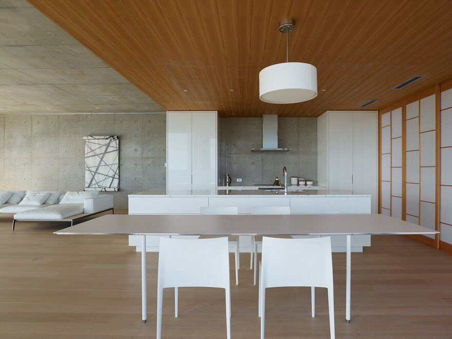 This House Provides a Meditative Retreat with Expansive Views of the East China Sea 5