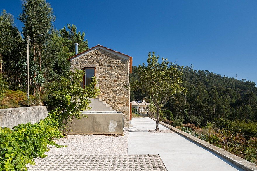 Portuguese Traditional House Adapted by Paulo Martins for Weekend Getaways