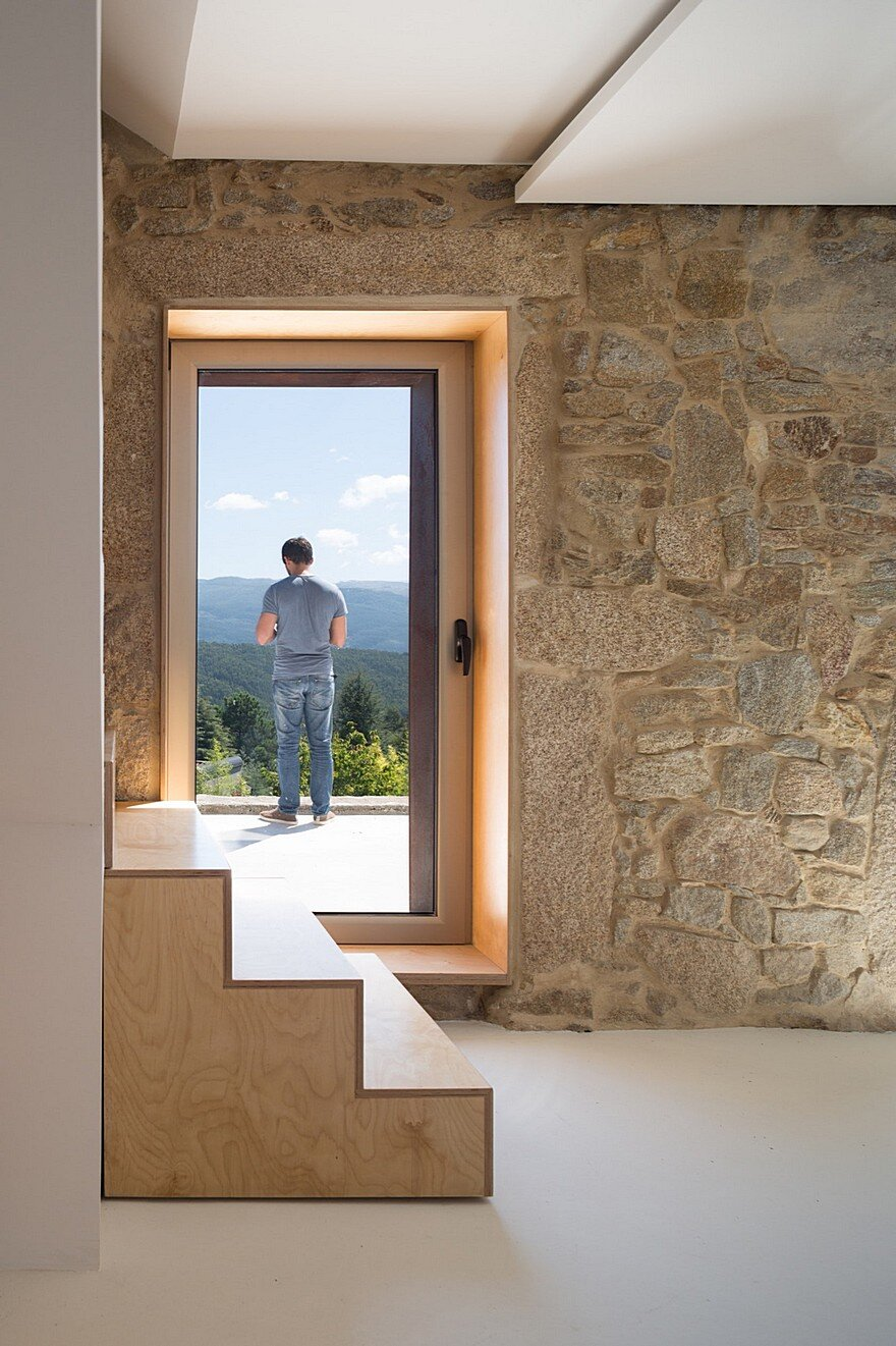 Portuguese Traditional House Adapted by Paulo Martins for Weekend Getaways 4