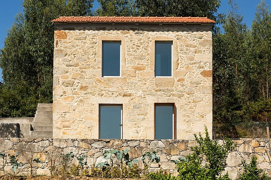 Portuguese Traditional House Adapted by Paulo Martins for Weekend Getaways 2