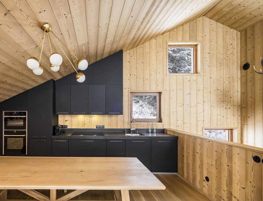 This Wooden Mountain House Features Delightful Mix of Traditional and Modern 12