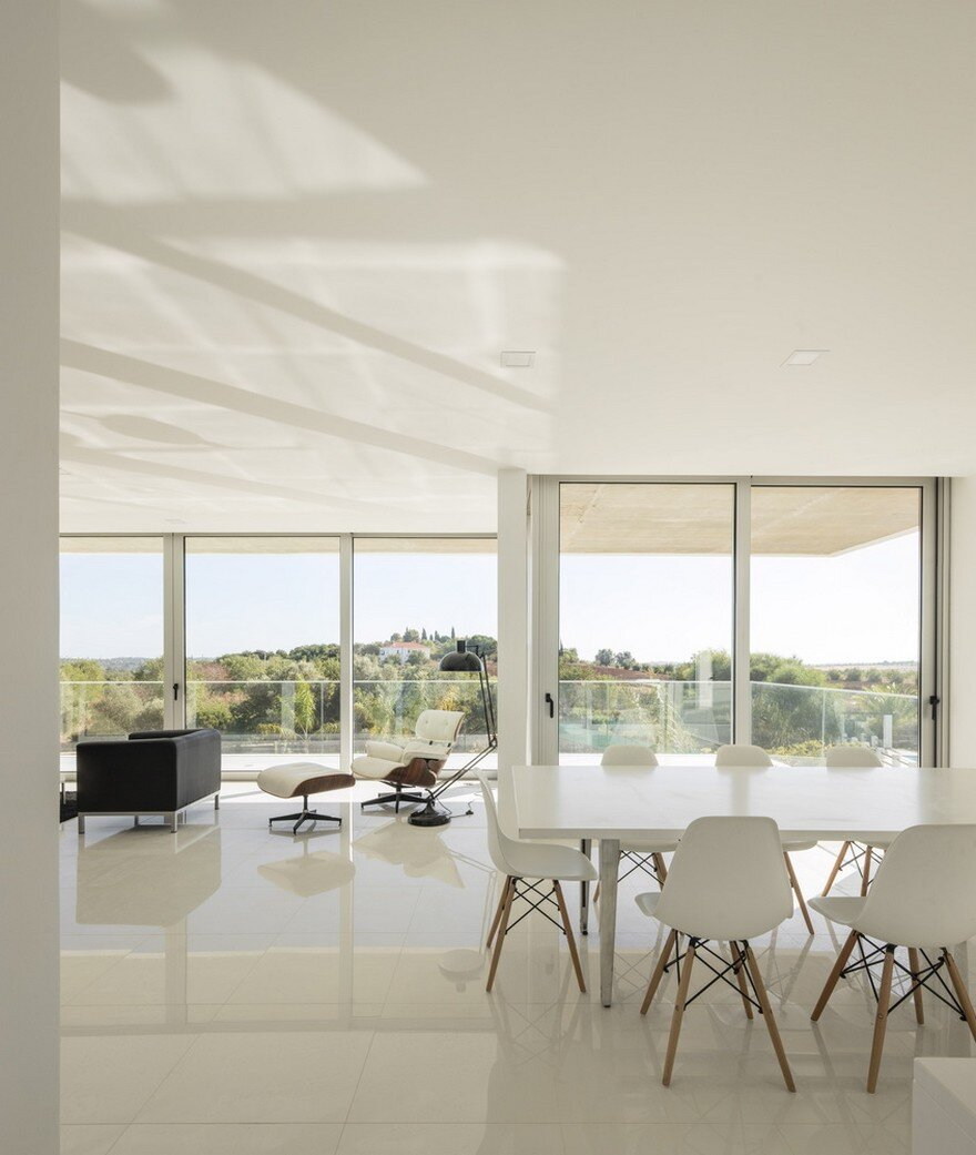 Beautiful Portuguese House Balances Indoor and Outdoor Spaces 7