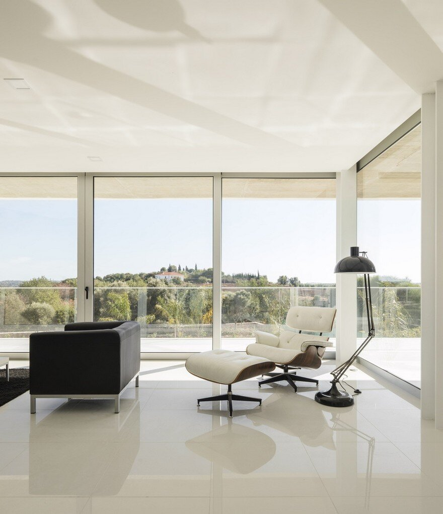 Beautiful Portuguese House Balances Indoor and Outdoor Spaces 5