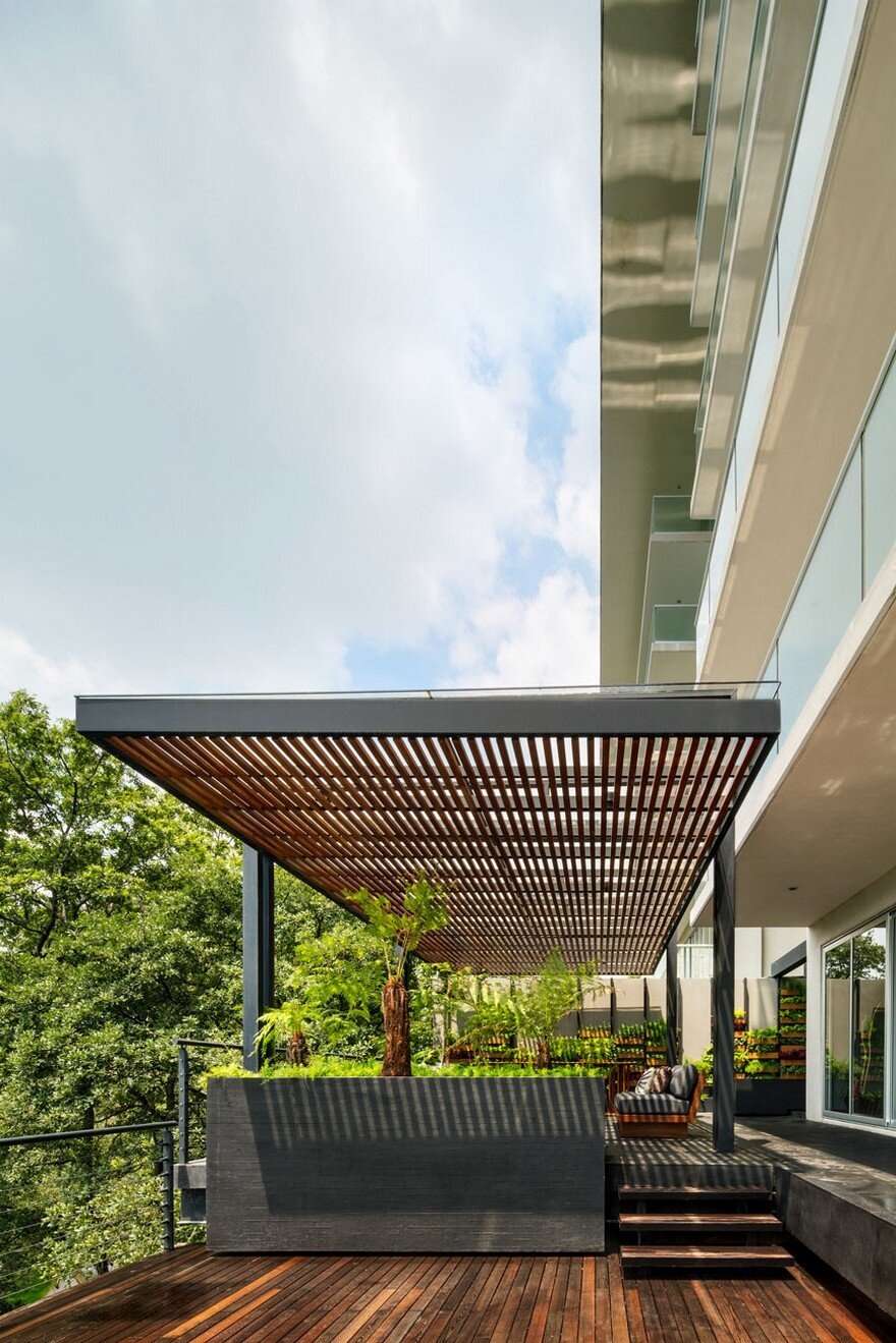 Jardin Apartment Provides a Close Connection of Living Spaces with Patios and Interior Gardens 1