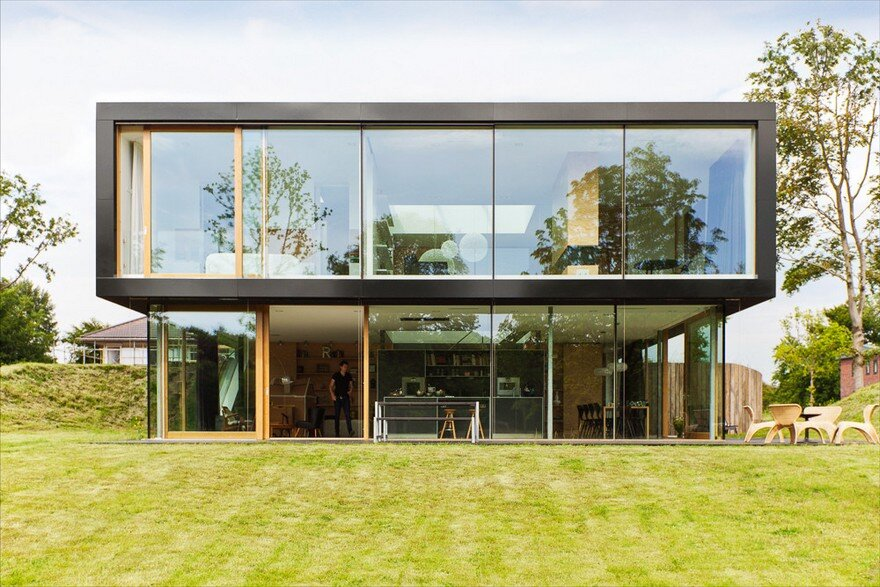 Light-Filled Eco Villa with a Minimalist Interior and Exterior Design