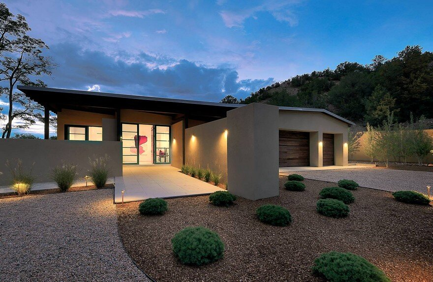 Santa Fe Contemporary Home Designed to Showcase an Art Collection 12
